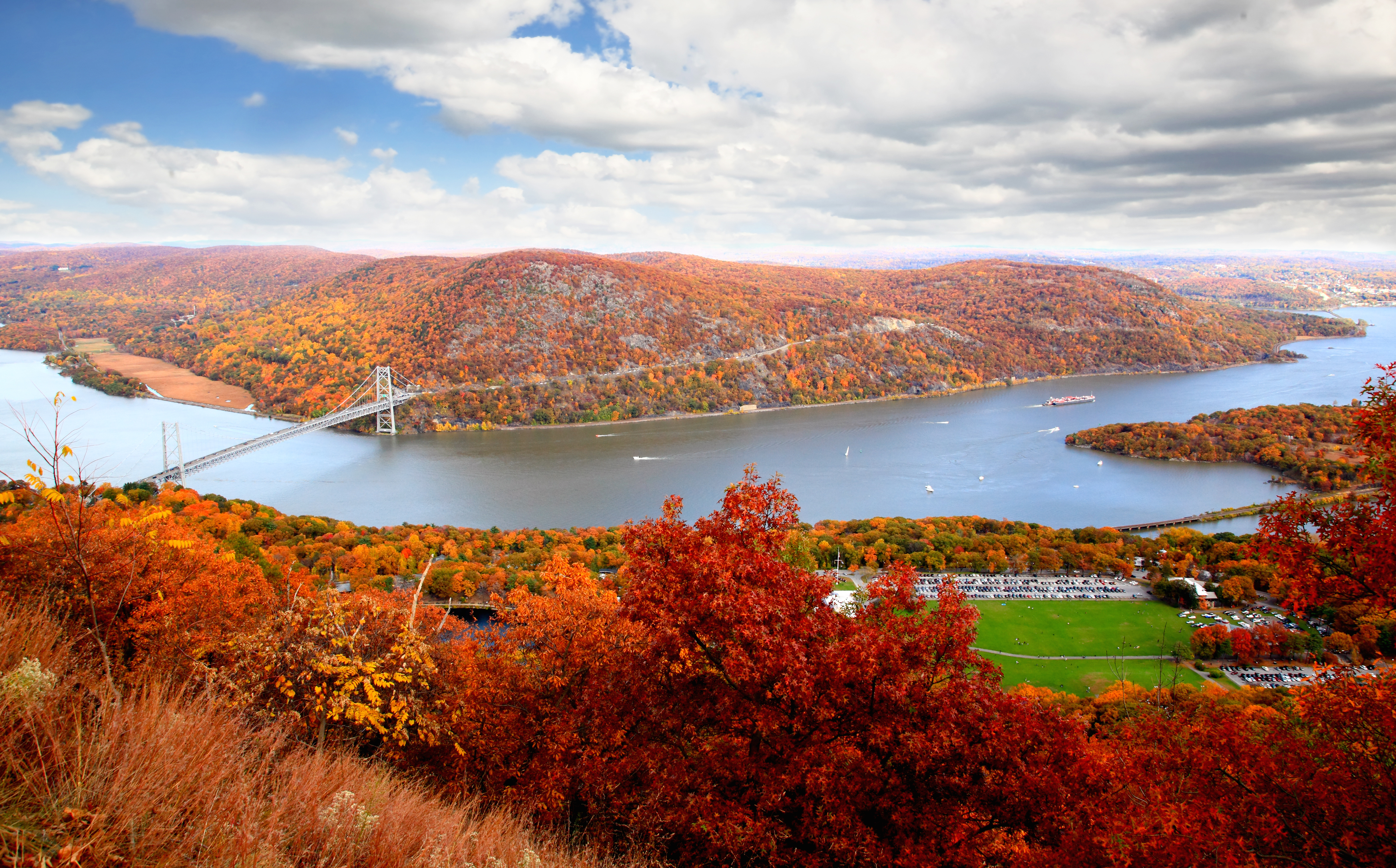 scene of fall foliage at bear mountain in hudson valley