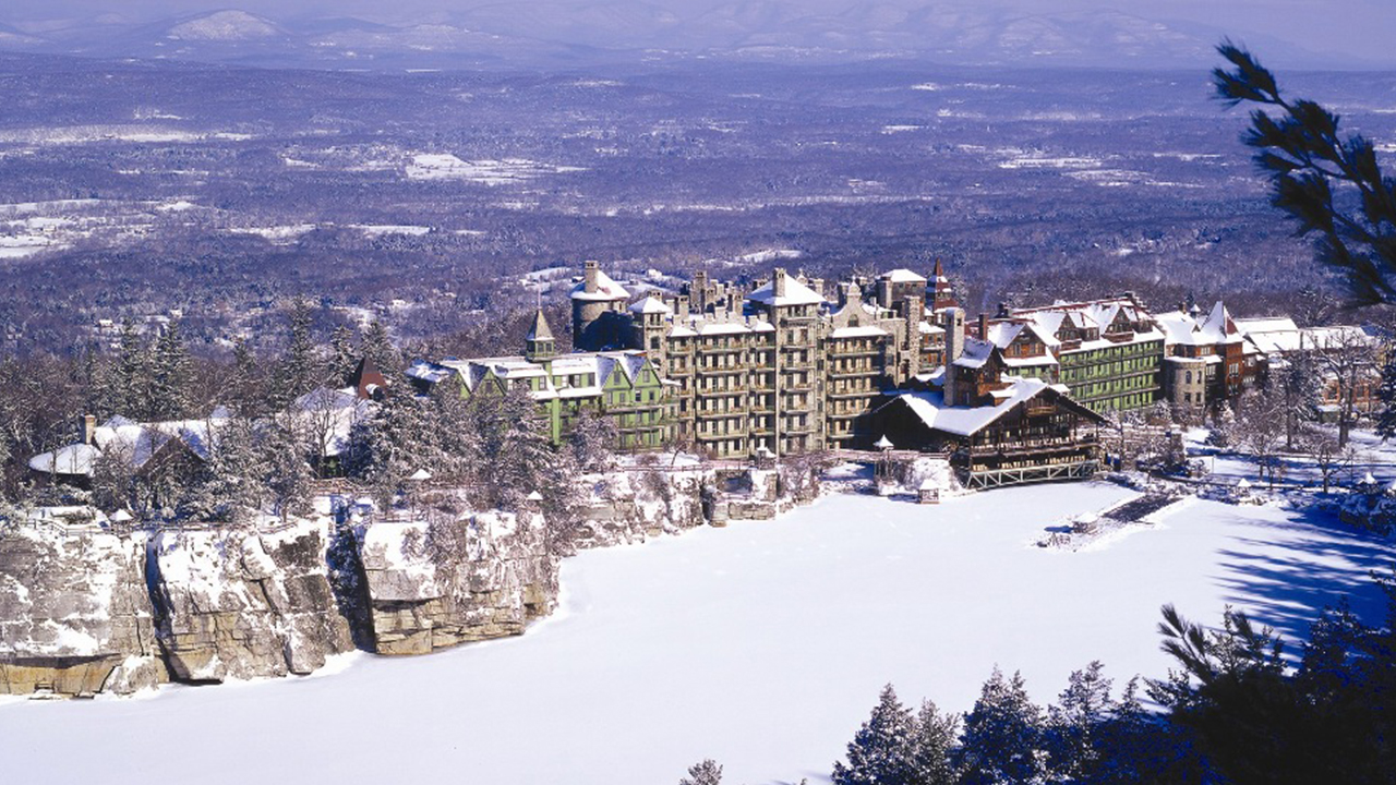 Couple's Hideaway hotel in Mohonk during winter